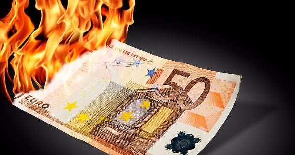 Tassi negativi un colpo duro specie per le famiglie italiane. lo spiega la BCE. E dire che a lamentarsi di più contro Mario Draghi siano i tedeschi.