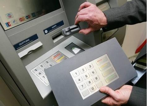 Si sente sempre più spesso parlare del rischio che si corre con la clonazione del bancomat. Se la vostra carta bancomat dovesse essere clonata, infatti, la prima cosa da fare è bloccare immediatamente la carta di pagamento denunciando, al tempo stesso, presso le forze dell'ordine l'accaduto. E' bene, però, ricordare che in caso di clonazione […]