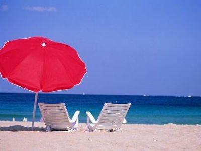 Per le famiglie italiane che non possono permettersi una vacanza di una settimana, quanto costa una giornata al mare?