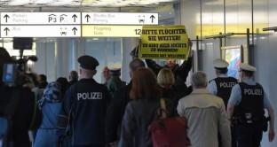 Come devono comportarsi i turisti che devono recarsi a Istanbul o che devo fare scalo in quell'aeroporto?