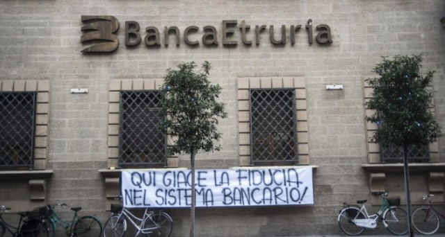 Governo Renzi paradossale sui risparmiatori delle banche: cerca di salvare quelli di MPS sotto il bail-in e nessun riguardo verso quelli di novembre, che potevano essere risparmiati. Perché?