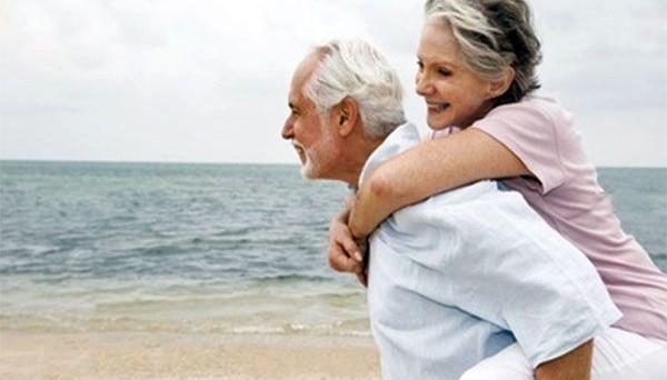 Con i rendimenti azzerati, gli italiani dovrebbero risparmiare di più per le pensioni future, mentre stanno facendo l'esatto opposto.