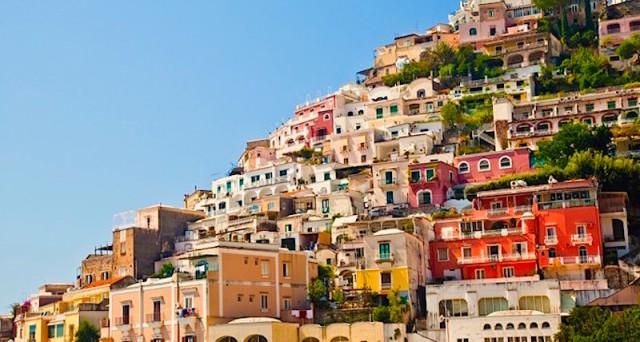 Mercato immobiliare potenzialmente in forte ripresa negli anni prossimi, ma i dati suggerirebbero un crollo della quota di risparmiatori e di appetito degli italiani per la borsa.