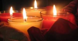Ecco il significato e le origini, dove trovare frasi di auguri e cartoline da inviare online per risparmiare per la festa di Ognissanti del 1 novembre.