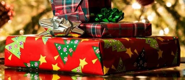Ecco una serie di idee regalo per lui e per lei non solo economiche ma anche solidali in vista del Natale 2018.