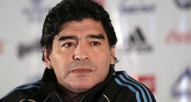 """Ecco le info sul prezzo dei biglietti e sulla data sullo spettacolo live """"Tre volte 10"""" al Teatro San Carlo di Napoli con Diego Armando Maradona."""