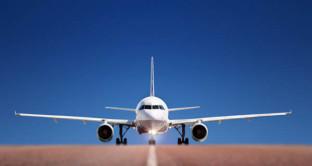 Consigli e trucchi su come trovare voli low cost e risparmiare acquistandoli online: le regole base da seguire.