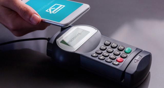 Intesa Sanpaolo presenta soluzioni per il pagamento digitale con smartphone nei negozi