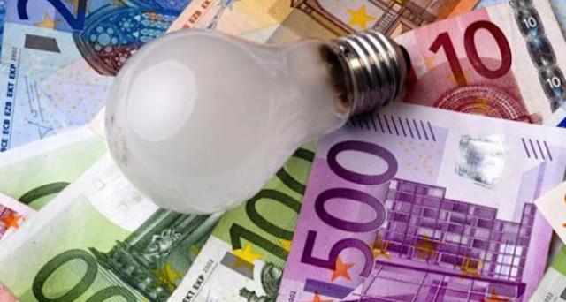 Alcune dritte utili per risparmiare la luce ed evitare così il caro bollette dell'elettricità.