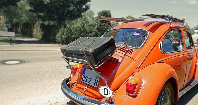 Alcune regole per risparmiare il carburante prima di mettersi in viaggio: bastano pochi accorgimenti.