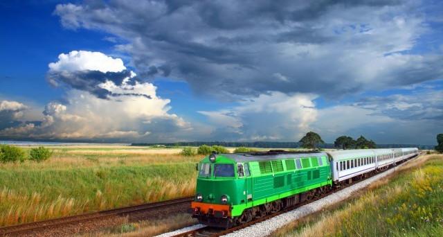 Viaggiare in treno fa risparmiare rispetto all'auto, vediamo o i motivi.