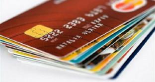 Arriva una rivoluzione per il bancomat: tra pochissimi giorni, infatti, si potrà utilizzare anche per gli acquisti online e per i trasferimenti di denaro istantanei tra due soggetti privati.