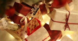 Ecco come risparmiare sul cenone, sul pranzo e sui cesti regalo per un Natale all'insegna del low cost.