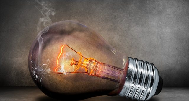 Bollette della luce sempre più care ma per quale motivo? Ecco le info in merito e quelle sull'esposto fatto all'Antitrust contro Eni Gas e Luce sui maxi conguagli.