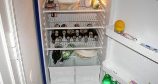 Ecco alcuni consigli  per risparmiare energia elettrica in bolletta usando al meglio il frigorifero che è uno degli elettrodomestici che consuma di più.