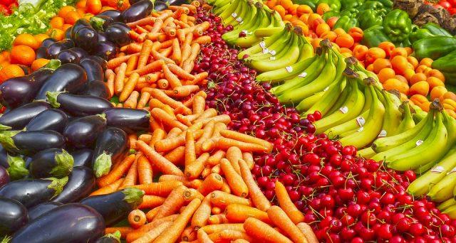 Utilizzando verdura, frutta e ortaggi di stagione e a Km0 si può risparmiare anche di molto, ecco perché.