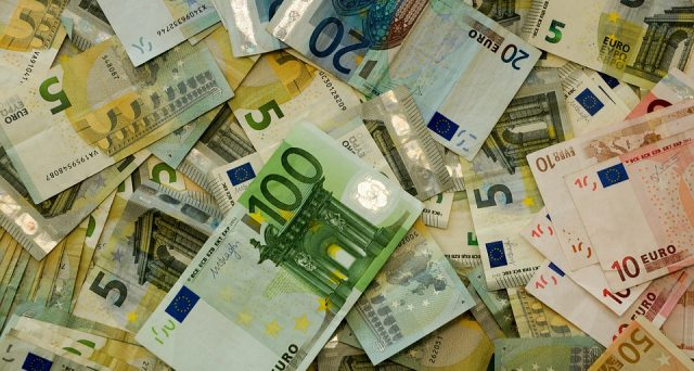 La Bce sta cercando di proseguire con la sua politica di tassi bassi anche nei prossimi mesi. Intanto si evince che il tasso fisso batte ancora quello variabile.