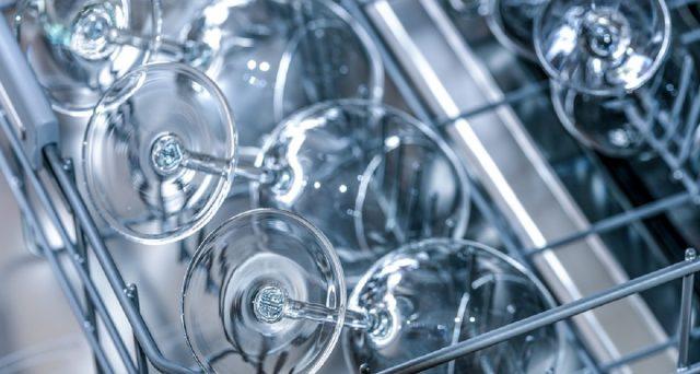 Ecco come usare al meglio la lavastoviglie per non sprecare e allo stesso tempo risparmiare.