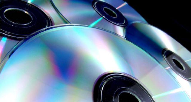 Una nuova forma di risparmio intelligente è quella di riciclare CD e DVD che oramai si usano sempre meno: ecco come.