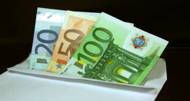 Il risparmio degli italiani per la prima volta ha un calo importante. Ecco i dettagli ed il rapporto mensile di giugno Abi sui tassi ed i finanziamenti.