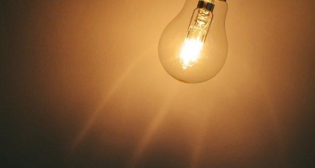 Si compie la riforma delle tariffe elettriche per i clienti domestici: la bolletta luce, nel 2020, presenterà oneri di sistema uguali per chi consuma molto e chi consuma poco.