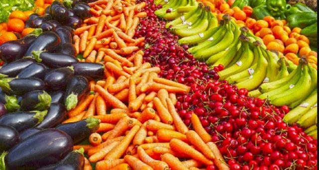Da oggi Deliveroo consegnerà a domicilio anche i prodotti dal supermercato.