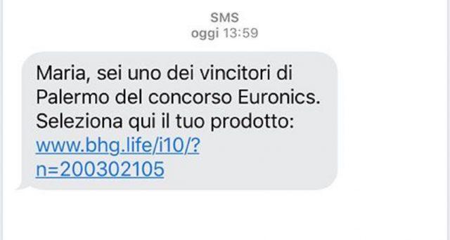 La Polizia Postale invita a prestare attenzione ad un falso sms che sta arrivando a tanti italiani che parla di un concorso Euronics  per vincere un premio.