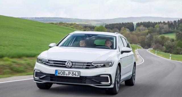 Anche per le auto usate sono previsti degli incentivi, delle agevolazioni fiscali sul passaggio di proprietà.