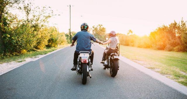 Se si possiede anche un automobile, risparmiare sull'assicurazione moto può essere determinante: a seconda dello stile di vita, ecco polizza temporanea e sospendibile