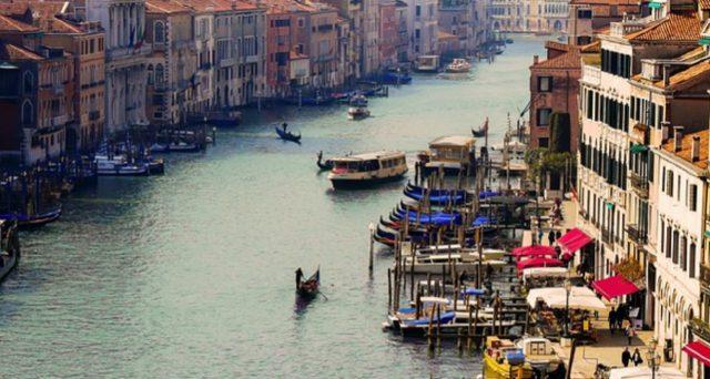 Ecco l'offerta combinata di Trenitalia se si acquisterà insieme al viaggio in treno da e per Venezia anche il voucher per il trasporto locale pubblico ACTV.