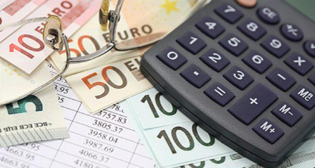 Il 2021 non è iniziato bene per i risparmiatori: il costo dei conti correnti più convenienti è salito. Ecco allora la classifica di Altroconsumo delle banche più convenienti.
