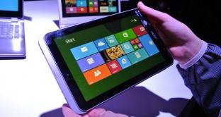 Iconia W4 è il nuovo tablet con cui Acer afferma di aver imparato la lezione. Dimenticatevi di Iconia W3 e date un'occhiata a questo nuovo tablet con display da 8 pollici ed equipaggiato con OS Windows 8.1. Presentato a breve, uscirà a metà ottobre a un prezzo molto competitivo.