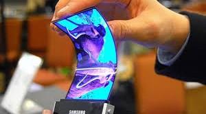In arrivo Galaxy Round, primo smartphone Samsung con display flessibile, che dovrebbe essere annunciato entro la fine di questa settimana. Samsung lancia così la sfida a LG e si prepara ad aggredire un innovativo settore di mercato. Andiamo a vedere come sarà il Galaxy Round e quale potrebbe essere il prezzo nel nostro Paese.