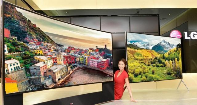 LG porta il futuro al CES 2014 di Las Vegas, annunciando smartphone dal display curvo (G Flex), elettrodomestici che ci rispondono a distanza, braccialetti e auricolari che misurano il battito cardiaco e TV UltraHD curvi da 105 pollici. Semplicemente impressionante.