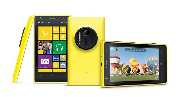 Nokia Lumia 1020 può definirsi solamente un cameraphone? Analizzandolo sotto diversi aspetti, abbiamo constatato come la fotocamera di Lumia 1020 sia fondamentale e tutto ruoti attorno a essa, ma parlare solo della componente fotografica sarebbe riduttivo. Scopriamo vantaggi e svantaggi di Lumia 1020 con questa recensione.