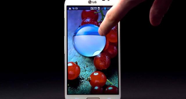 LG presenta il suo nuovo phablet G Pro 2 in anticipo rispetto al MWC 2014, svelandone caratteristiche interesse e applicazioni davvero interessanti. Ma qualche considerazione va fatta sul prezzo, di cui attendiamo notizie ufficiali.