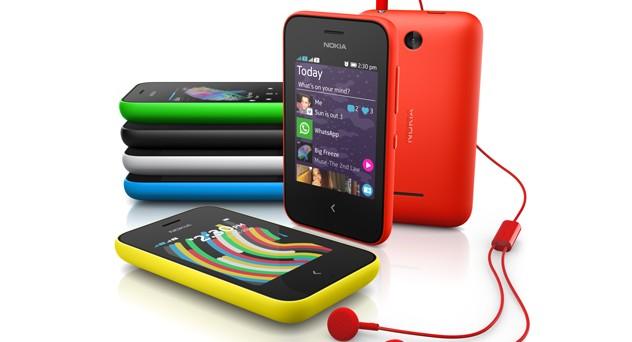 Nokia punta al low cost e al MWC 2014 presenta anche i nuovi Nokia Asha 230 e Nokia 220, il più caro dei quali costa solo 45 euro. Vediamoli più da vicino.