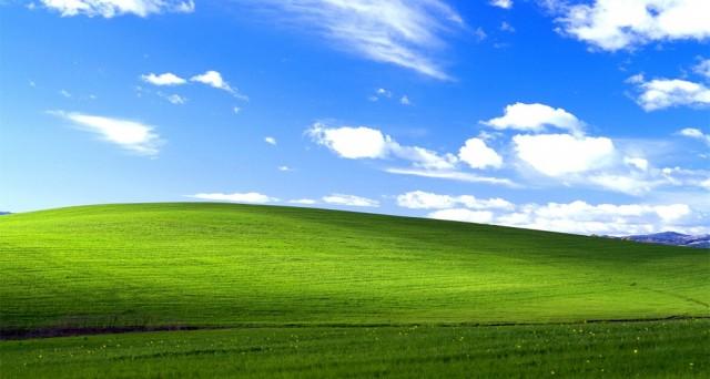 Forse non sarà la più vista del mondo, ma sicuramente è tra le più viste dato che dal 2001, ogni giorno, era sotto gli occhi di tutti. Lo sfondo di Windows XP è infatti una foto scattata da Chuck O'Rear in California: ecco come vedere la (vera) collina tramite Street View.