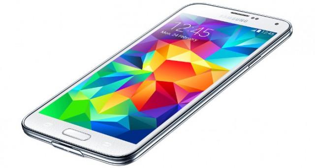 Galaxy S5 è stato presentato ufficialmente al MWC 2014, ma delude un po' sotto certi aspetti mentre incuriosisce sotto altri: scopriamo caratteristiche, data di uscita e prezzo del nuovo Galaxy S5.
