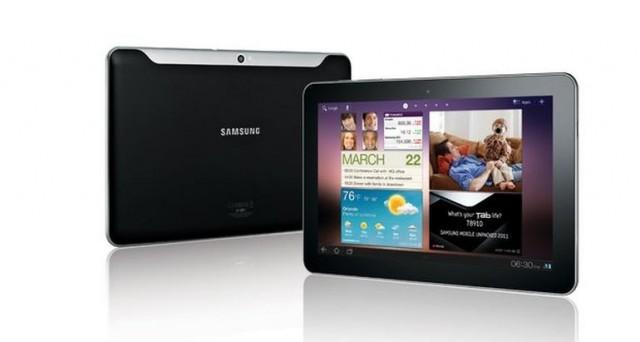 Galaxy Tab 4 da 10.1 pollici è stato mostrato in 2 immagini da @evleaks su Twitter, mentre si continua a vociferare sulle sue caratteristiche tecniche. Come sarà il tablet di nuova generazione targato Samsung?