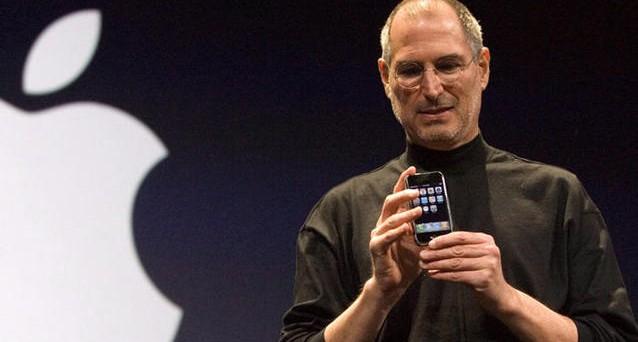 In Lezioni di Leadership, Walter Isaacson descrive i 14 comandamenti di Steve Jobs per creare un'azienda di successo: un ulteriore spunto per conoscere a fondo il creatore di Apple e carpirne alcuni segreti.