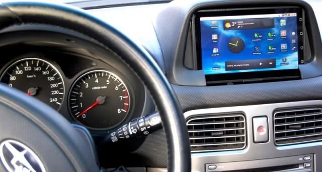 Google sta preparando Android in the Car, un sistema operativo pensato appositamente per l'utilizzo in macchina, proprio come CarPlay di Apple. L'eterna sfida tra i due colossi ha nuovamente inizio.