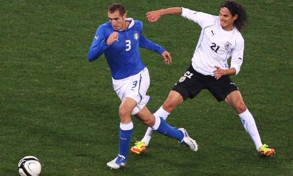 Italia dentro o fuori contro l'Uruguay oggi pomeriggio alle 18: ecco come e dove vederla in streaming, in tv e sui maxischermi.