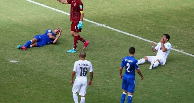 Il morso di Suarez a Chiellini durante la partita tra Italia e Uruguay ha ispirato diversi brand che hanno colto l'occasione al volo per twittare messaggi ironici con intento pubblicitario.