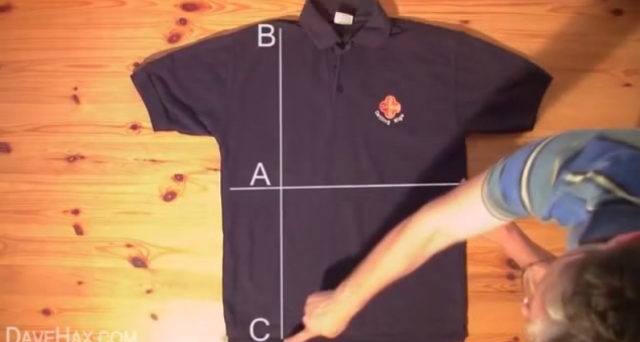 Come piegare magliette e camicie in meno di 2 secondi? Tre video ce lo dimostrano: basta solo fare un po' di pratica per non avere più problemi a piegare camicie e magliette. Vedere per credere.