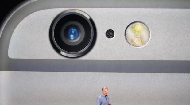 La presentazione ufficiale di iPhone 6 e iPhone 6 Plus non poteva di certo passare inosservata dai concorrenti: ecco le reazioni e le parodie di Samsung, HTC e le altre.