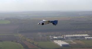 Le automobili volanti diventano realtà grazie ad AeroMobil, un'azienda slovacca specializzata nella realizzazione di auto volanti. AeroMobil 3.0 potrebbe essere lanciata sul mercato nel 2016.