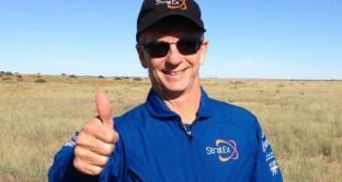 Il Senior Vice President di Google Alan Eustace ha battuto il record di salto in caduta libera di Felix Baumgartner con un tuffo da ben 41.419 metri di altezza. All'austriaco resta ancora il record di massima velocità raggiunta durante il salto.