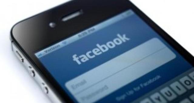Mark Zuckerberg guarda al settore degli smartphone con vivo interesse: nonostante il fallimento dei primi smartphone HTC, adesso il signor Facebook sarebbe interessato a una partnership con Samsung per realizzare un Facebook Phone di successo.