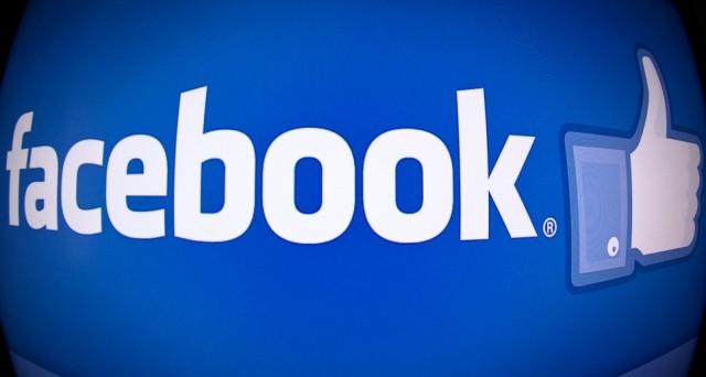 Facebook presenta Thanks, la nuova funzione che ci permette di selezionare foto e post scambiati con un amico per ringraziarlo con un breve e simpatico video.
